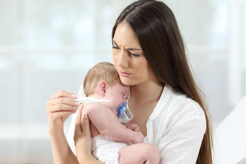 新生児から生後6ヶ月ごろまでの赤ちゃんは、ママの免疫を受け継いでいるので、比較的風邪にかかりにくいといわれています。しかし、6ヶ月を越えるとママの免疫が薄れる