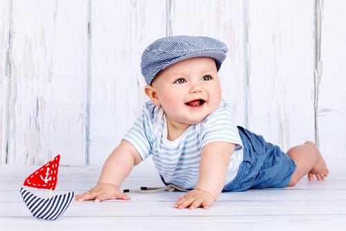 16431cdaf0c62 赤ちゃんの月齢別に、夏服の着せ方や必要枚数の目安をご紹介します。ご紹介する着せ方は、あくまでも着せ方の一例としての目安となっています。夏は暑さ対策と  ...
